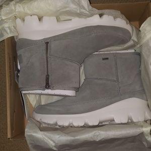 UGG- Grey Snow/rain boots: Size 9